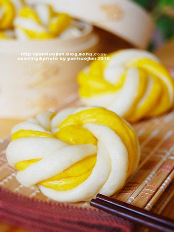 Chinese food simple life its a kind of steamed bun originating from china the rolls are cooked by steaming it is another one of the staples of chinese cuisine which is similar to forumfinder Choice Image